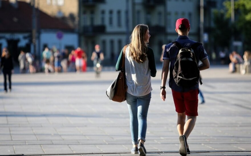 Over 17,000 young people left Lithuania in 2013