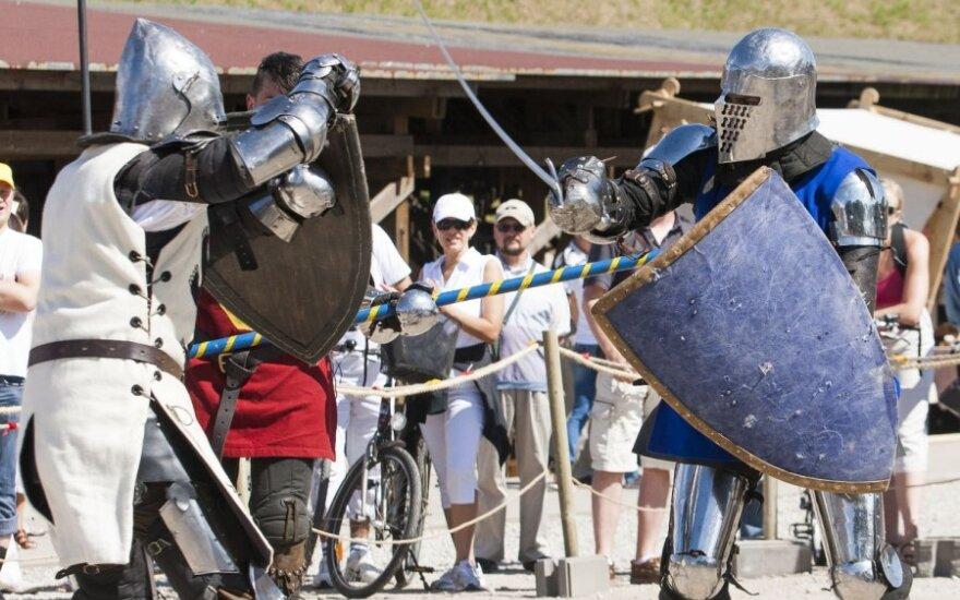Viduramžių miestas: kiek kainuoja muilas iš pelenų ir sveria riterio šarvai