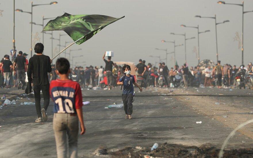 Irake plečiantis protestams auga aukų skaičius