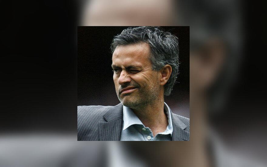 "Jose Mourinho (""Chelsea"") grimasa"