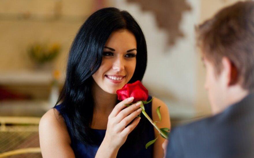 Apie ką geriau nekalbėti per pirmą pasimatymą
