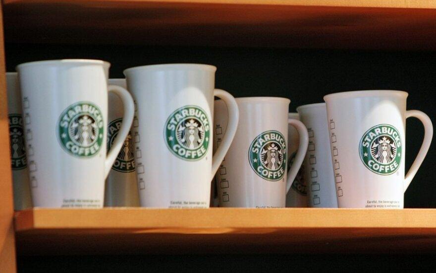 """""""Starbucks"""" sutiko mokėti daugiau mokesčių Britanijoje"""
