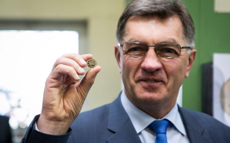 Spėja, kokią įtaką euro įvedimas padarys A. Butkevičiaus populiarumui