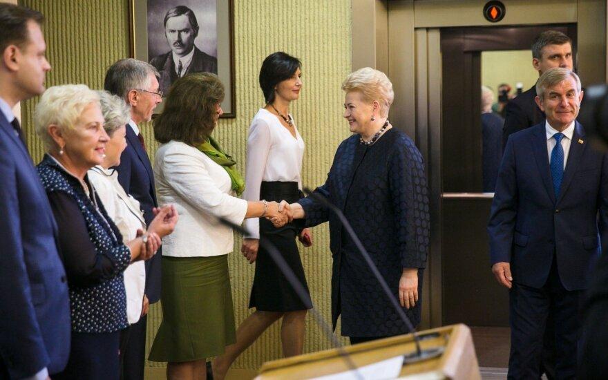 Minint moterų teisės balsuoti šimtmetį – raginamai kovoti su smurtu ir algų skirtumais