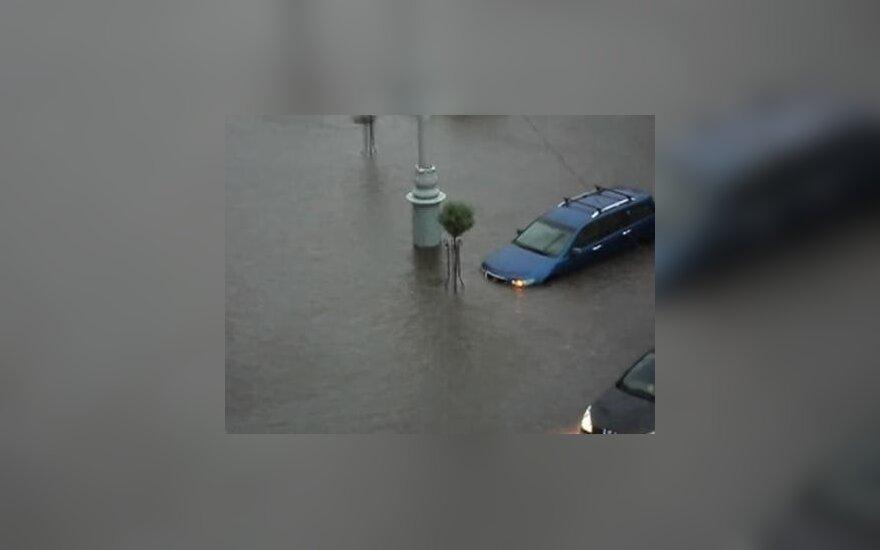 Gomelyje skendo automobiliai