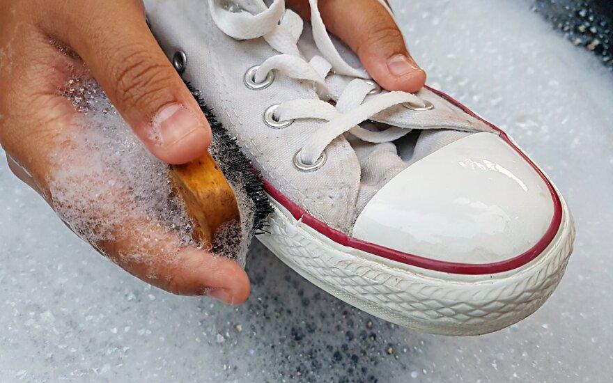 Balti sportbačiai