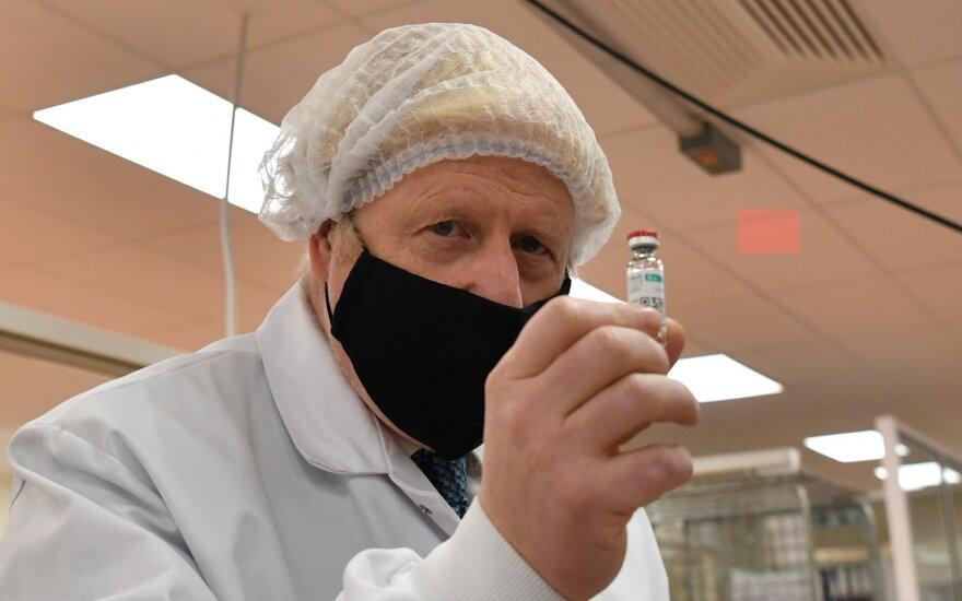 """Borisas Johnsonas ir Didžiosios Britanijos patvirtinta """"Pfizer-BioNTech"""" vakcina"""