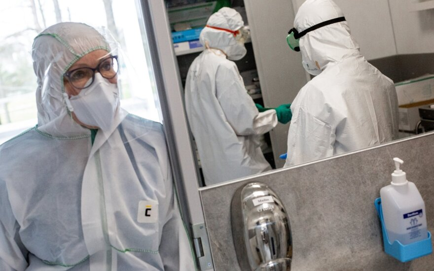 Naujas rekordas – 766 nauji koronaviruso atvejai: iš jų neištirti net 468 atvejai, mirusieji – jaunesnės amžiaus grupės