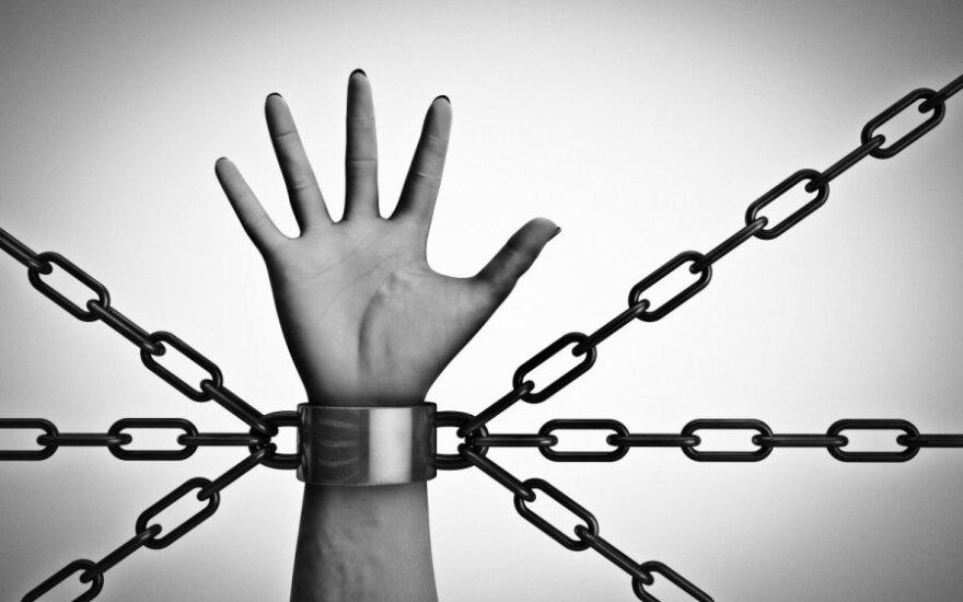Nuo prekiautojų žmonėmis pasprukęs vyras: niekada nebevyksiu uždarbiauti į užsienį