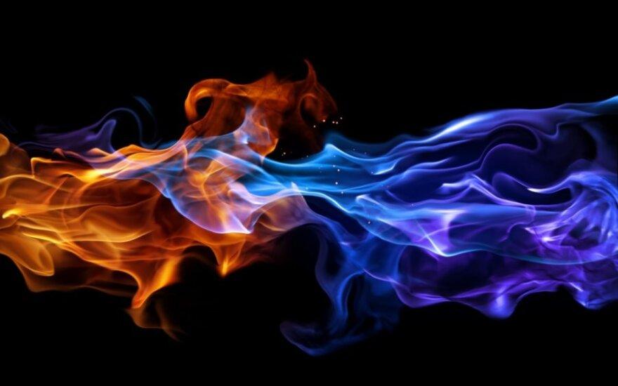 Bare apsilaistę skystu kuru, apdegė vyras ir moteris