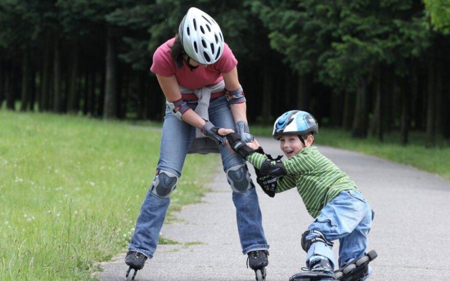 Berniukas su mama