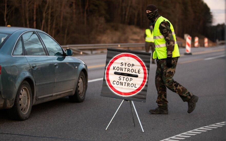 Savo kailiu išbandė kelionę per Lietuvą savaitgalį: kiekvienas pareigūnas turėjo sprendimo teisę, ką praleisti, o ką ne