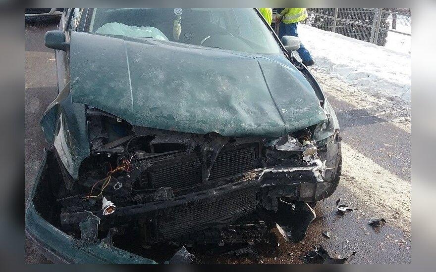 Telšiuose automobiliui anuliuota techninė apžiūra, nes suveikė saugos oro pagalvės