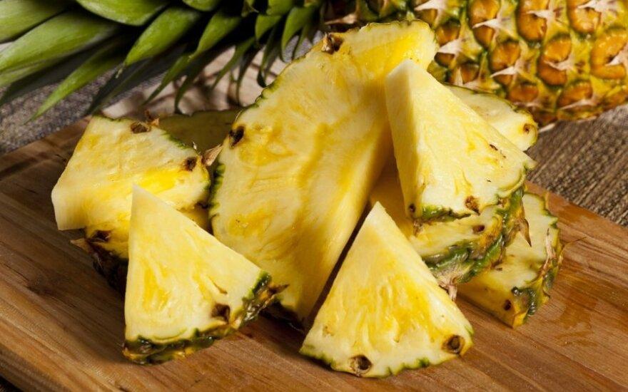 4 būdai, kaip gražiai supjaustyti ir patiekti ananasą