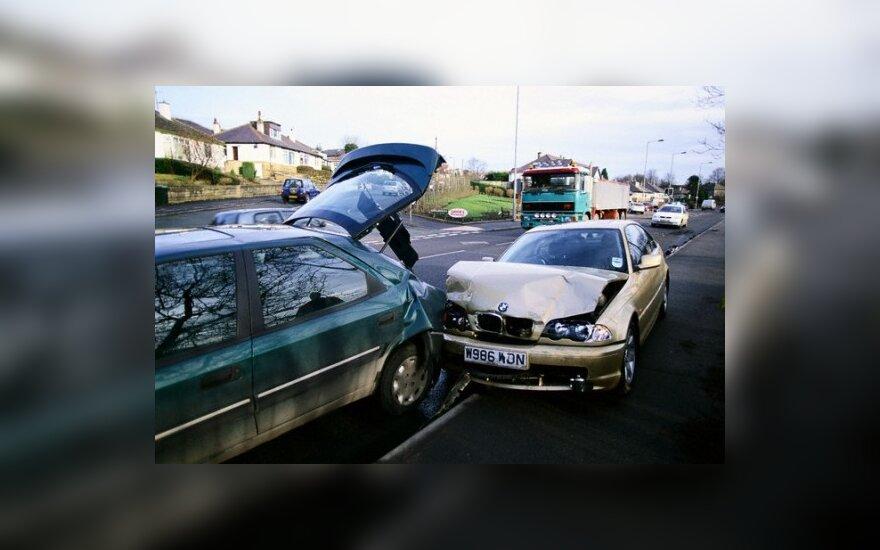Didžiosios Britanijos draudikams imituotos avarijos kasmet kainuoja 350 mln. svarų sterlingų