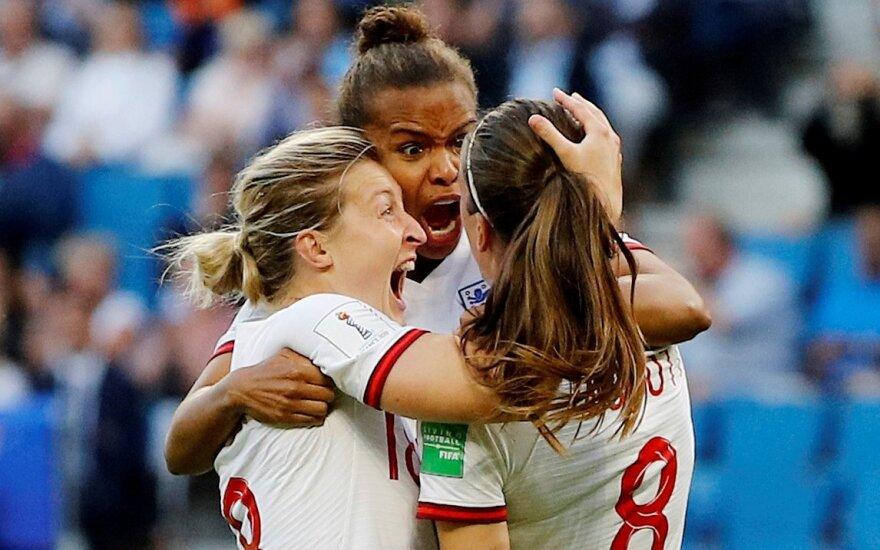 Jill Scott švenčia įvartį su Ellen White ir Nikita Parris, Anglijos ir Norvegijos rungtynių akimirka