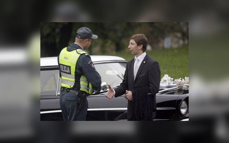 Antanas Nedzinskas tapo vestuvių vairuotoju ir pažeidė taisykles