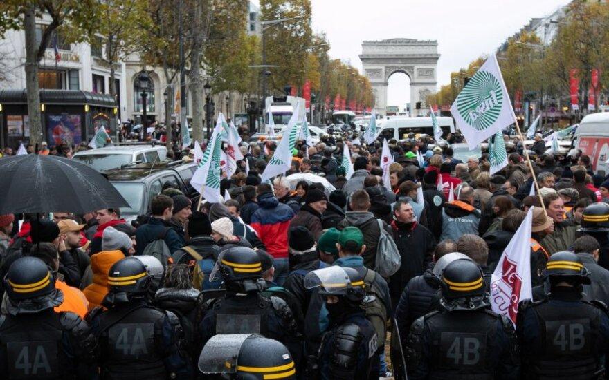 Prancūzų ūkininkai paralyžiavo miestus protestuodami