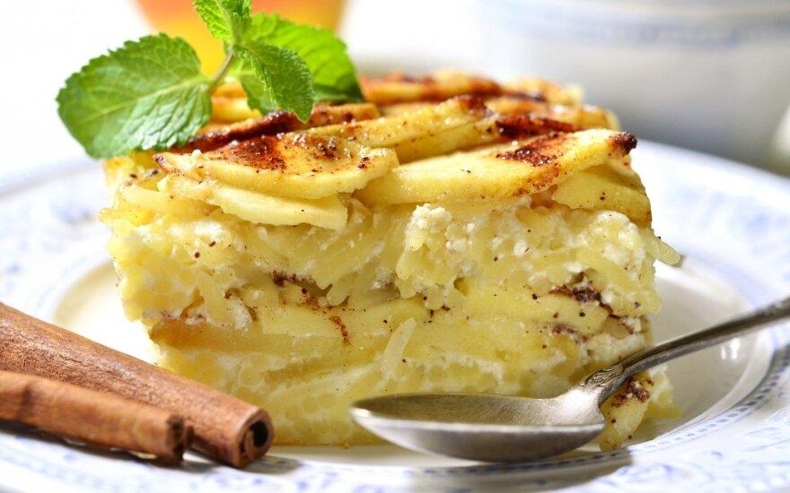 Saldus makaronų ir obuolių apkepas