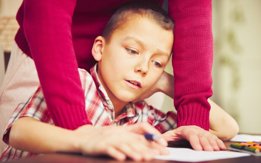 Ką tėvai gali padaryti, kad namų darbai vaikams nekeltų streso