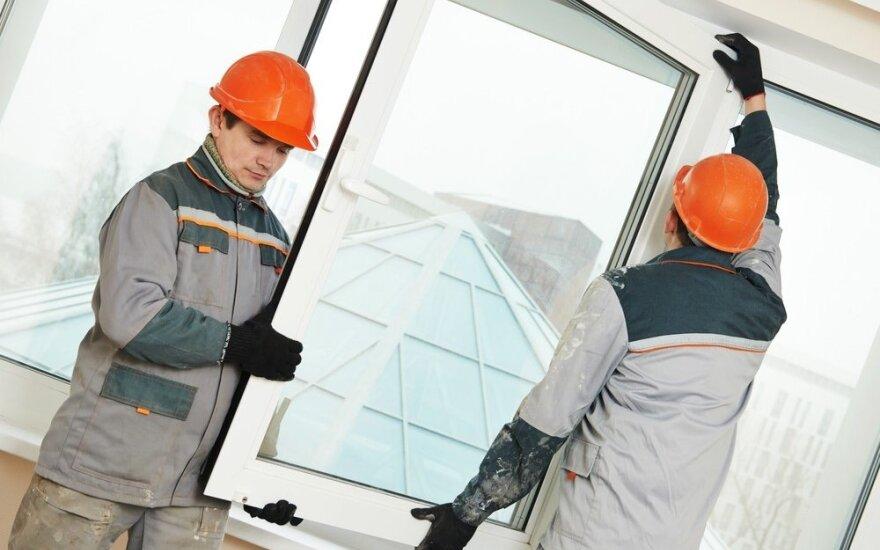 Nauja grėsmė: sukčiai siūlo suremontuoti langus