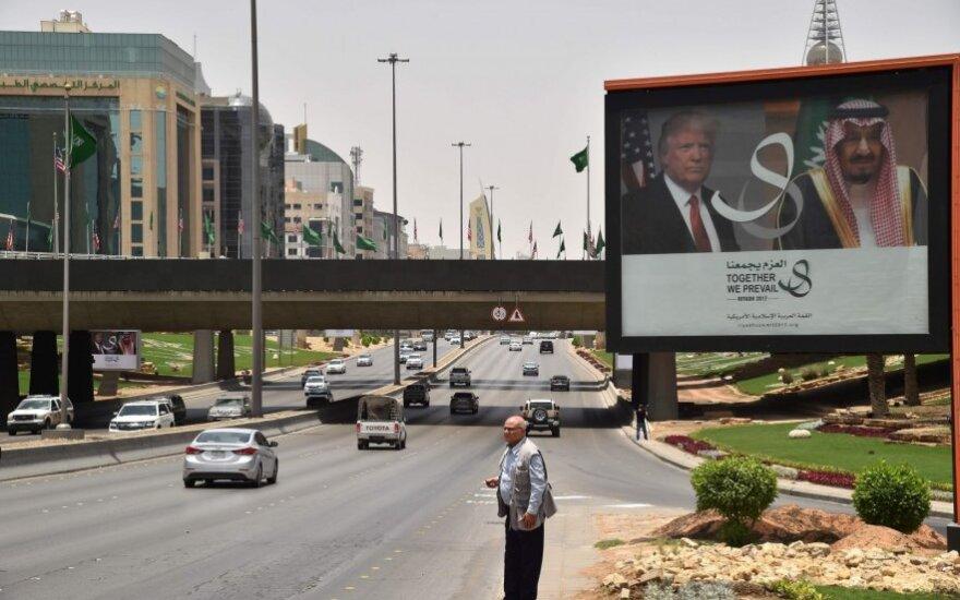 D. Trumpo kelionė į Saudo Arabiją