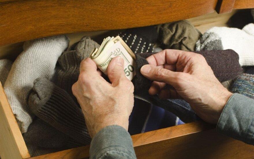 Laikantiems pinigus namuose – patarimai prieš euro įvedimą