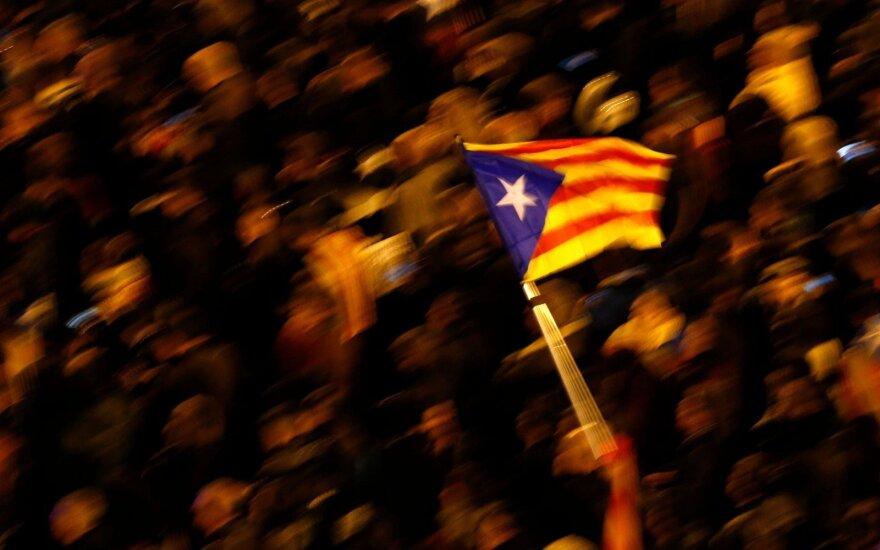 Katalonijoje po separatistų lyderių sulaikymo protestavo tūkstančiai žmonių