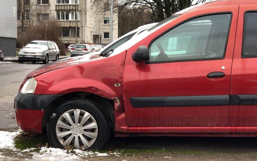 Apleistas Dacia automobilis Šeškinėje