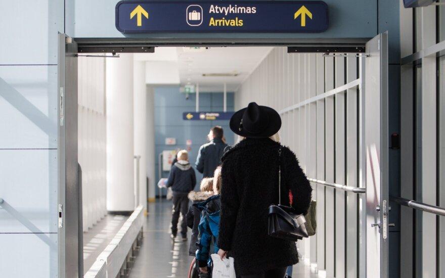 Dėl koronaviruso Lietuvos kariuomenė pradėjo budėjimus oro uostuose