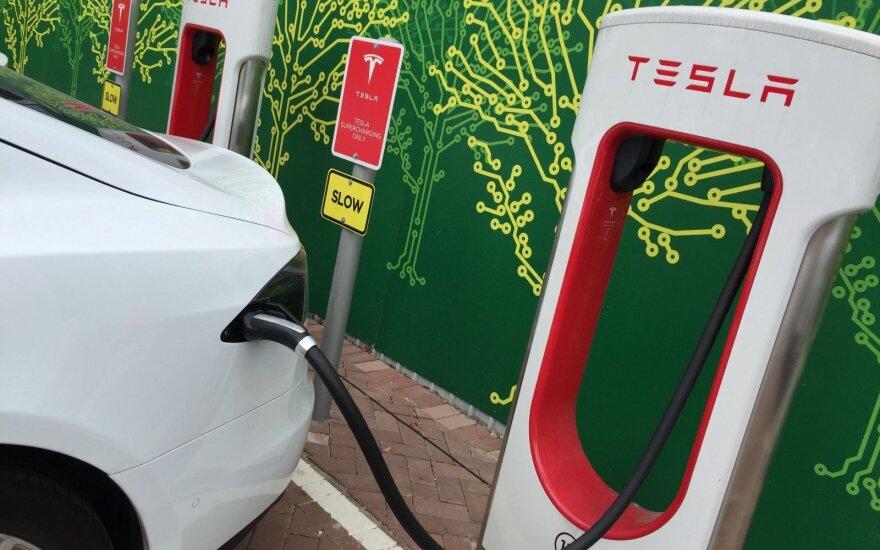 """""""Tesla"""" įkrovos stotelė """"Supercharger"""""""