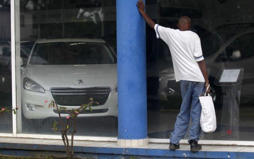 Kuboje leista prekiauti naujais automobiliais