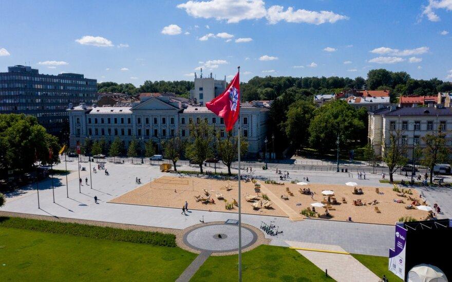 Seimas apsisprendė dėl Lukiškių aikštės: paplūdimio nebeliks, pritarta Vyčio skulptūrai