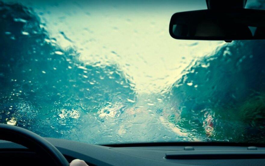 Vairavimas rudenį: KET naujovės ir eismo sąlygų pokyčiai