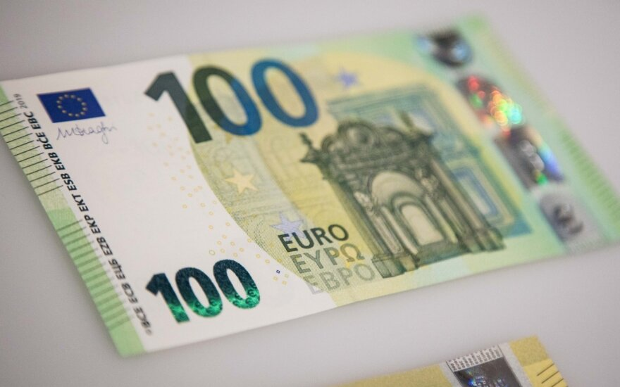 Bank of Lithuania survey: 400 euro needed for better lives