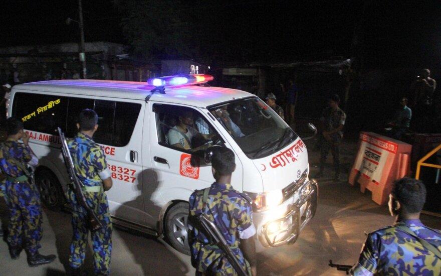 Pakistane per autobuso avariją ir gaisrą žuvo 24 žmonės