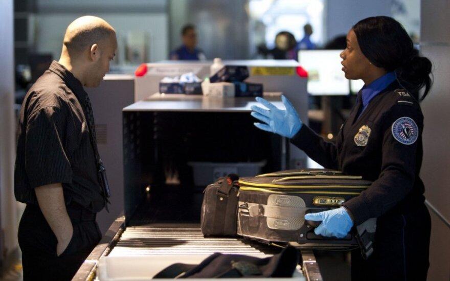 Mįslingos raidės, kurių prieš skrydį nenorėtumėte išvysti ant savo įlaipinimo kortelės