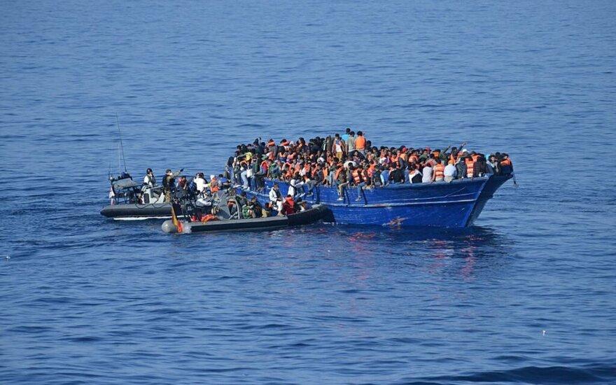Prie Turkijos krantų apvirtus migrantų laivui žuvo 4 žmonės, 30 dingo