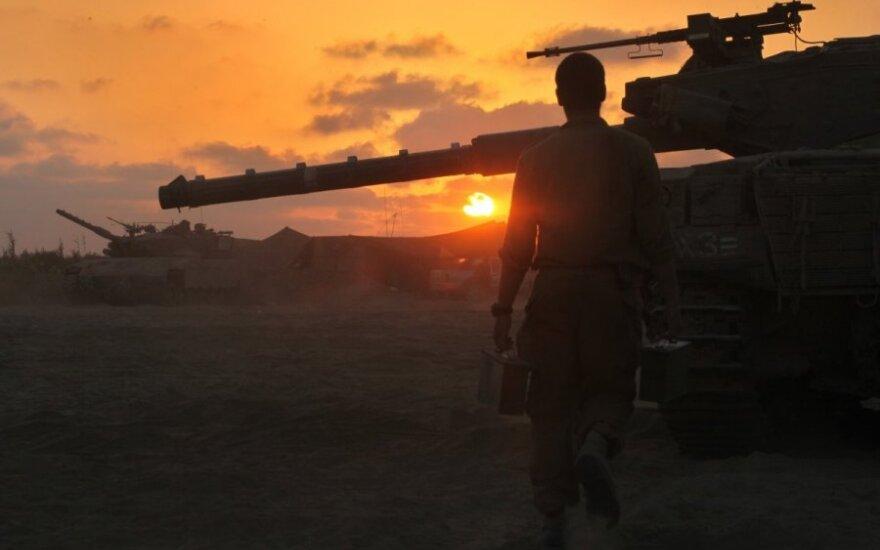 """Izraelio karinės oro pajėgos atakavo """"Hamas"""" taikinius Gazos Ruože"""