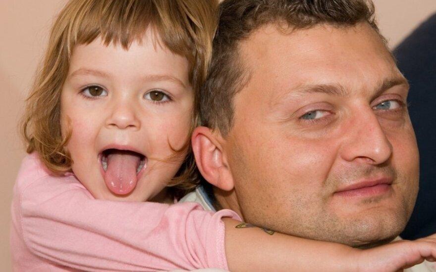 Genetikai: nuo 42 metų vyrams didėja rizika pradėti genetine liga sergantį vaiką