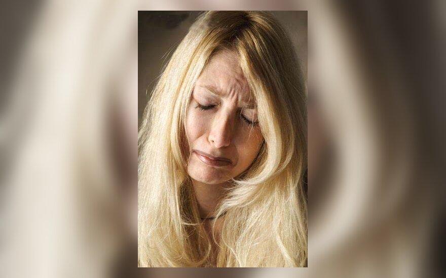 Moteris verkia