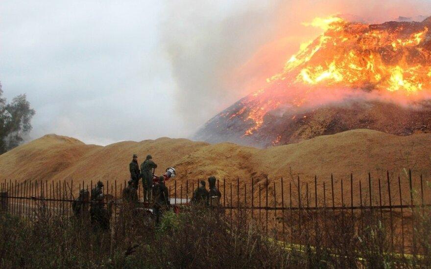 Po milžiniško gaisro Radviliškyje imta ieškoti kaltų