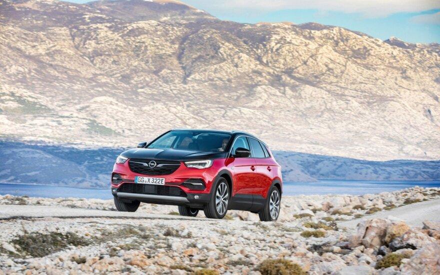 """""""Opel"""" pristatė """"Grandland X"""" – hibridą, turintį keturis varančiuosius ratus"""