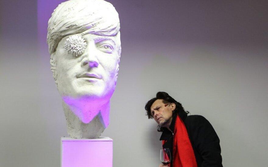 Pristatomas Johno Lennono skulptūros gipsinis modelis