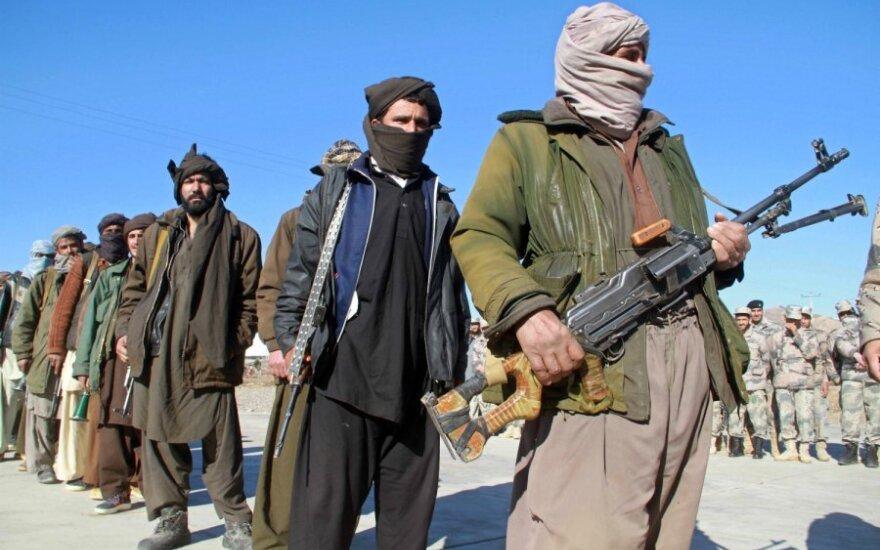 Po talibų išpuolio Afganistane žuvo mažiausiai 50 žmonių