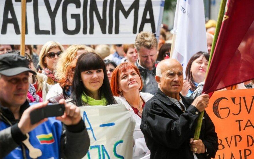 Ministrė atsikirto didesnių algų prašantiems mokytojams – tiek pedagogų nereikia