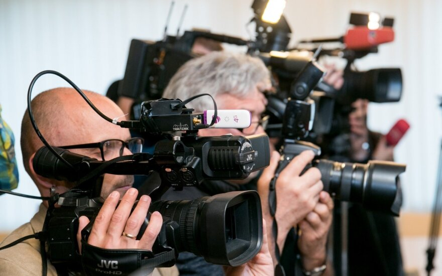Govt mulls interest declarations for journalists, media ban for politicians