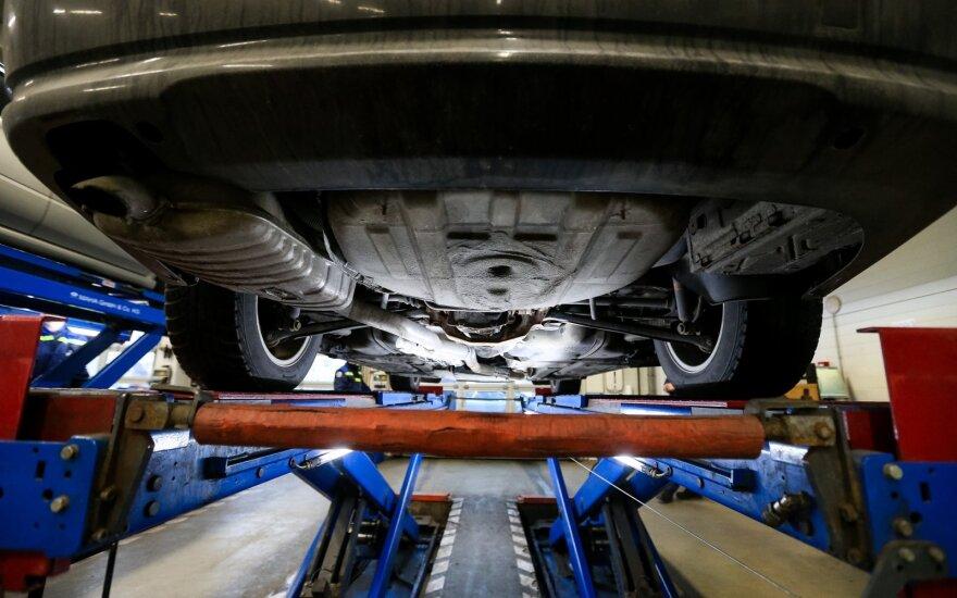 Parodė, kaip sumažino dūmingumą BMW, kuris vos įveikė techninę apžiūrą