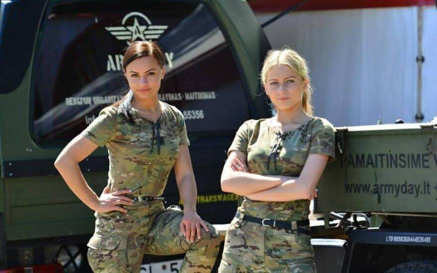 """""""Armyday"""" stovyklautojos"""
