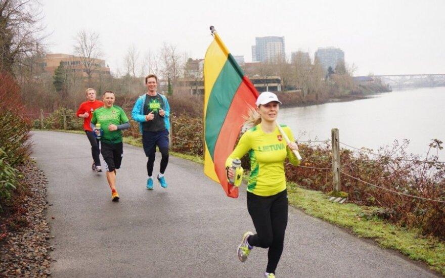 Inga Sadaunikaitė-Kozhevnikov (with a flag) organized a team of runners in response to an invitation from Vilnius. Photo by Darius Kuzmickas